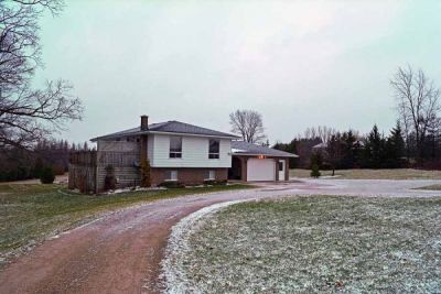 Four Season Delight In This Great Country Bungalow   $319,900 - Mount Forest